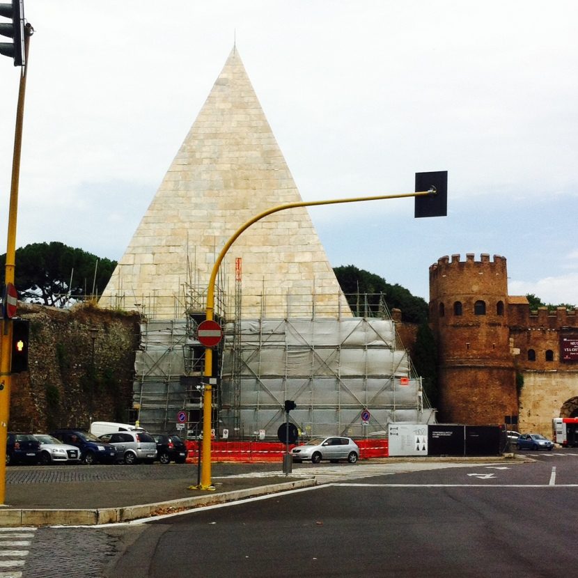 pyramide rome